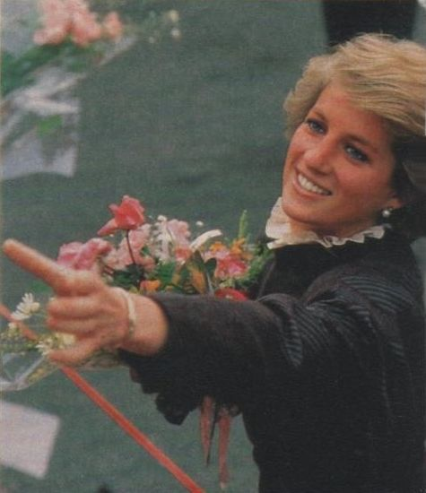 1988 03 02 Diana opens the new offices and Student Centre of the American Institute for Foreign Study in London