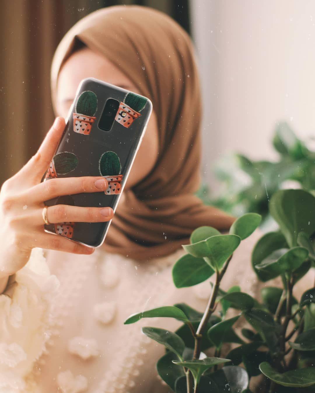 2 391 Likes 351 Comments محجبات Hijab Zenab 3mar On Instagram شو لون كفر موبايلك Hijabi Girl Girly Photography Modest Fashion Hijab