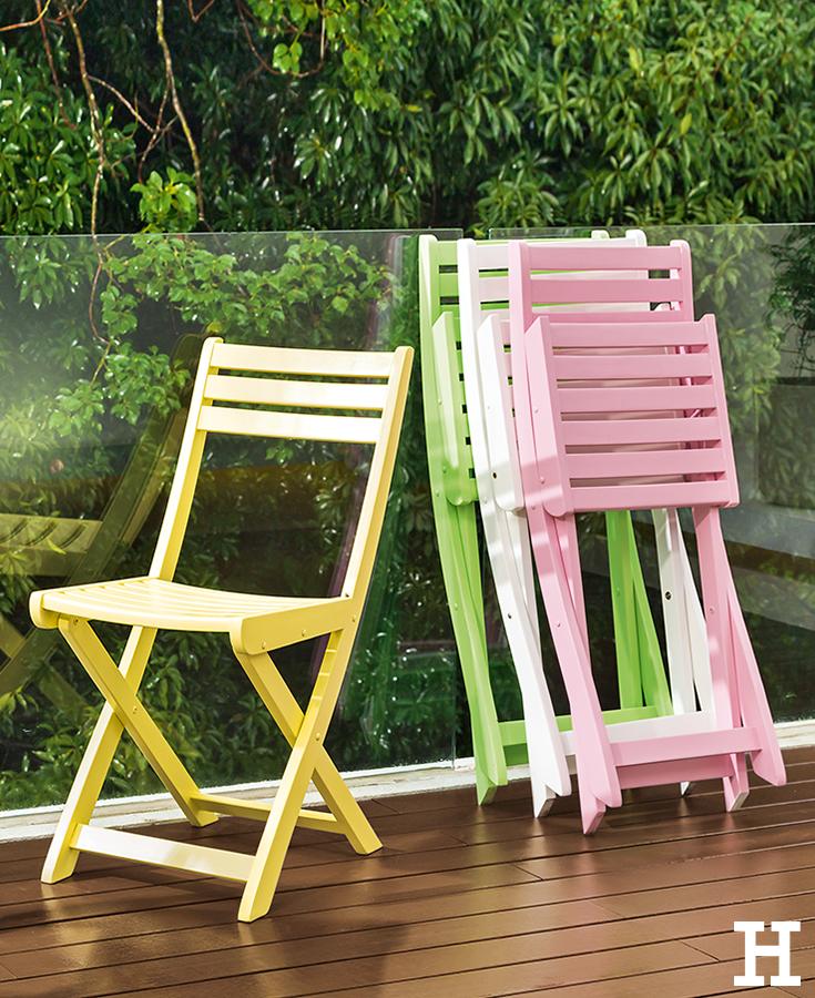 Farbenfroh Platzsparend Mit Den Bunten Klappstuhlen Kommen Farbtupfer Auf Den Balkon Garten Balkon Klappstuhl Klappstuhl Garten Terrasse Garten