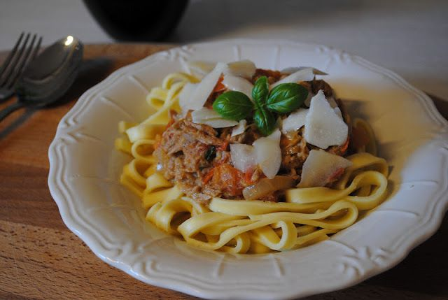 Creamy Pasta with Tuna - Danish version of a Jamie Oliver recipe. Sounds and tastes yummy!