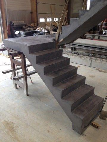 Escalier monobloc Anthracite, Lisse (prémontage à l'atelier) Chantier :Maison particulière Entreprise : Pierre ENGELIBE...