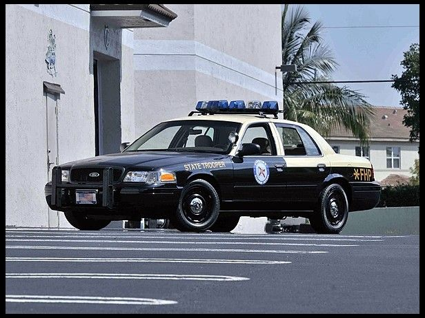 Whoopwhoop Look Out For This 2003 Ford Crown Victoria Police