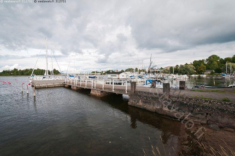 Laiturit - kesä laituri laiturit masto mastot  satama vene veneet venepaikat venepaikka vesi Raasepori Tammisaari Ekenäs