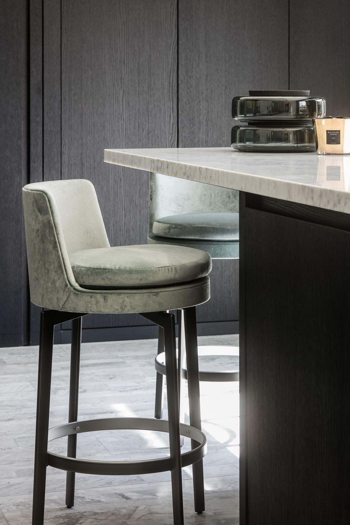 Knokke Detail Rr Interieur Con Imagenes Sillas De Bar Muebles De Cuero Sillas