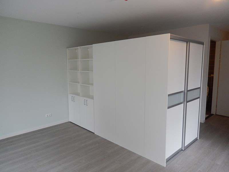 Draaideurkast gecombineerd met een schuifdeurkast uitgeleverde kasten op maat pinterest - Modern volwassen kamer behang ...