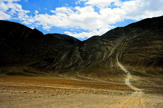 Magnetic Hill Is A Gravity Hill Located Near Leh Ladakh It Is Alleged To Have A Magnetic Force Strong Enough To Pull Car Natural Wonders Tourist India Travel