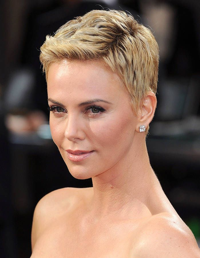 Charlize Theron, les cheveux courts Coiffures