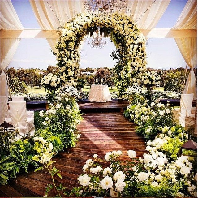 Outdoor Wedding Ceremony Rockford Il: Love The Curved Aisle. There's Something About It That