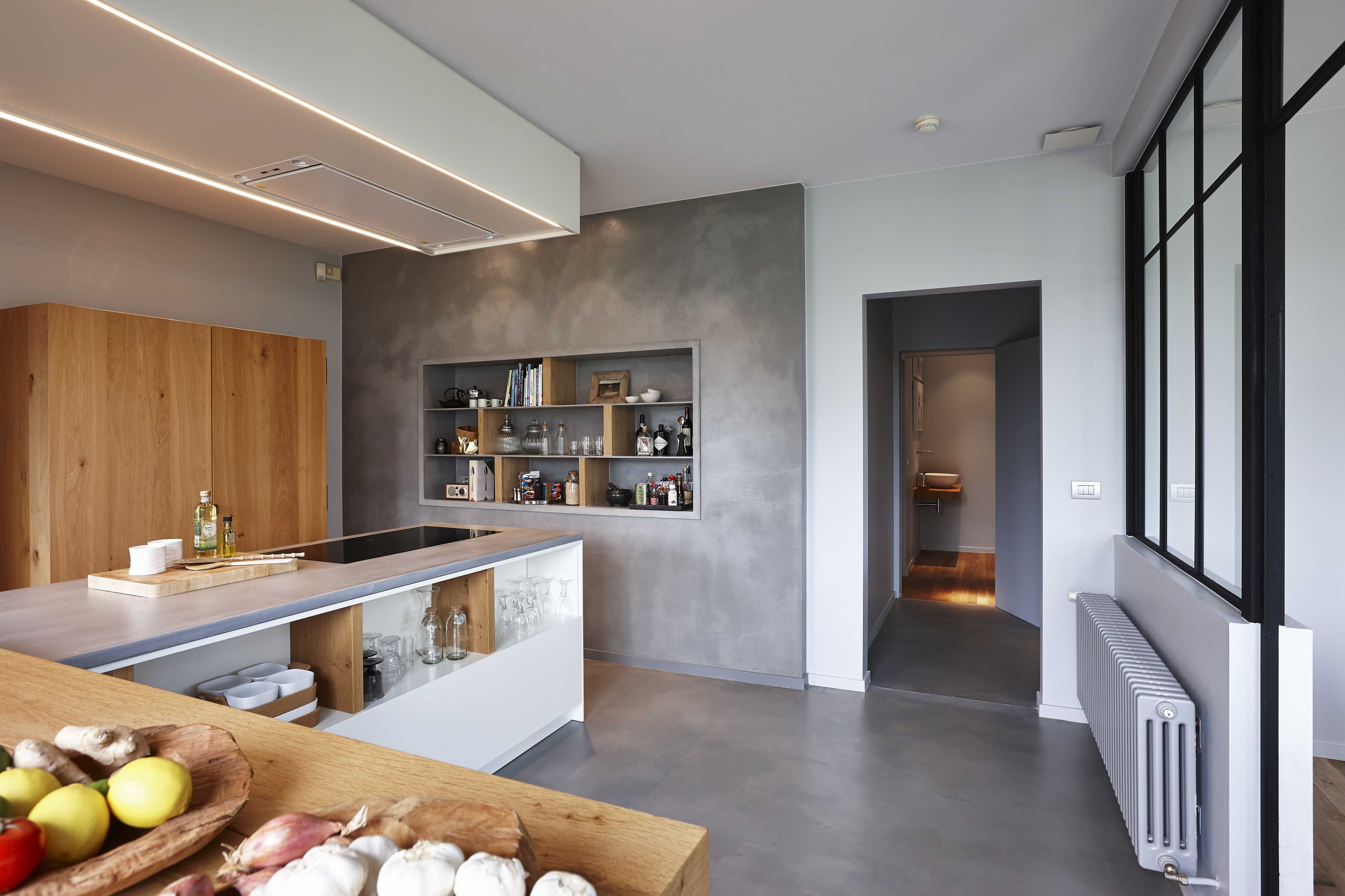 Cuisine design bois et béton dans une maison en Belgique totalement ...