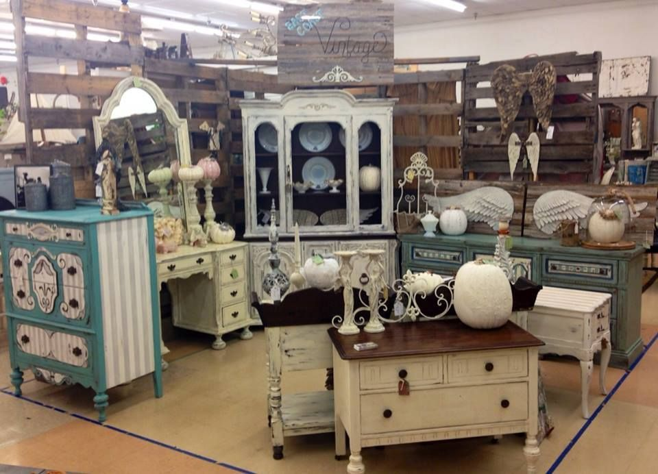 Great booth setup from East Coast Vintage Booth Display Ideas