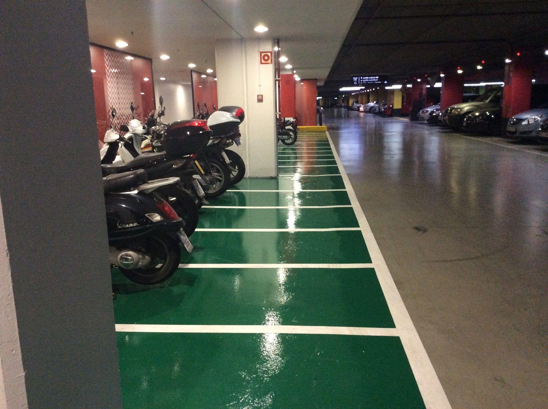 Parking motos barcelona pintura epoxi reci n pintado suelos pavimentos industriales blog - Pintura suelo parking ...
