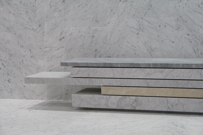 Backless marble bench seating SLIDE 01 by FRANCHI UMBERTO MARMI | design michele cazzani, Archizero