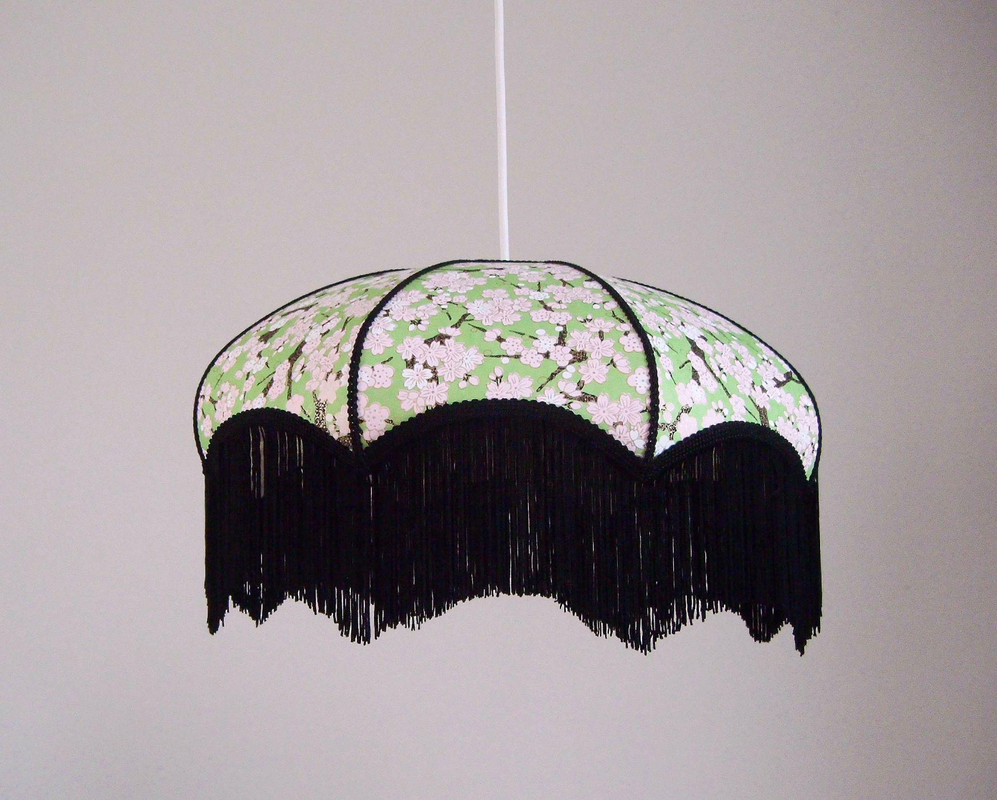 suspension r tro papier japonais fleurs et frange noire les luminaires miska cr ations en. Black Bedroom Furniture Sets. Home Design Ideas