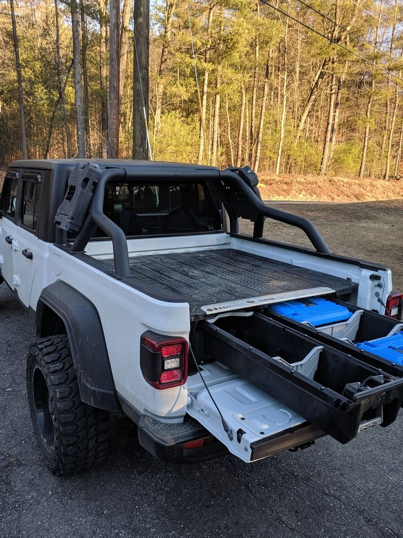 DECKED Jeep Gladiator in 2020 Jeep gladiator, Deck