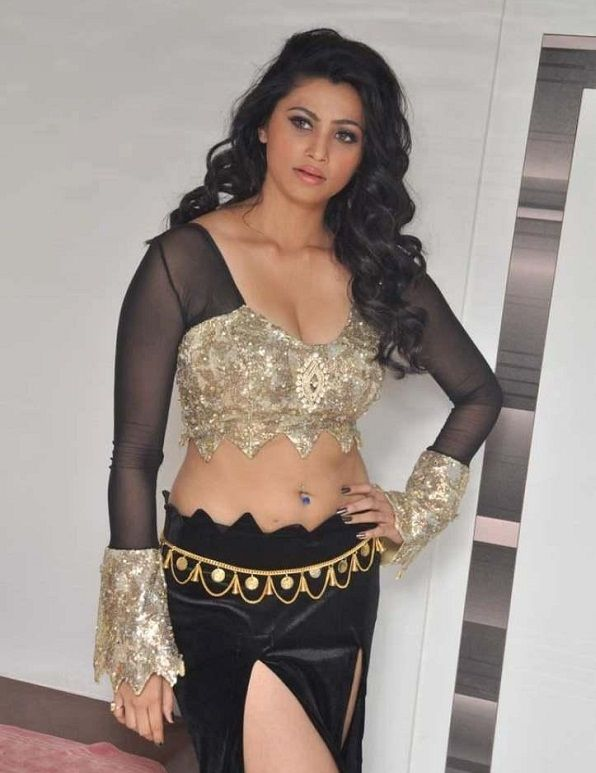Bollywood Actress Cleavage Show List D Consist All Bollywood