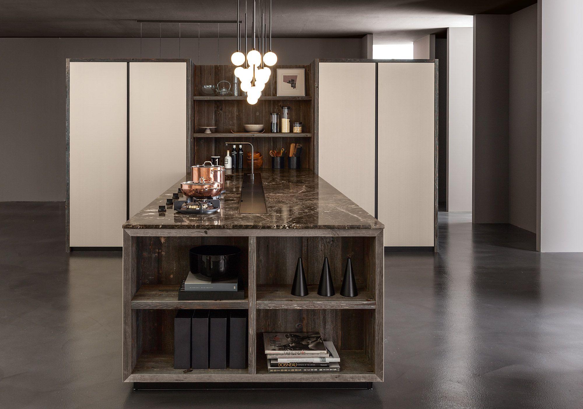 Mittel Cucine Progetto marmo e legno: una composizione che esalta il sapiente ed estroso abbinamento tra materiali ricercati.