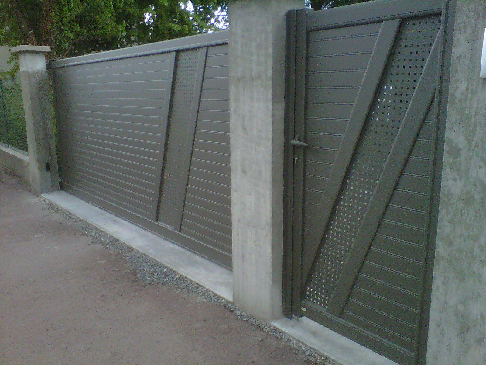 Portail Coulissant Aluminium Avec Son Portillon Composé De