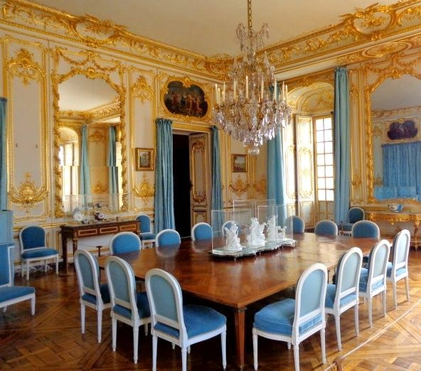 Lovely Versailles   Dining Room