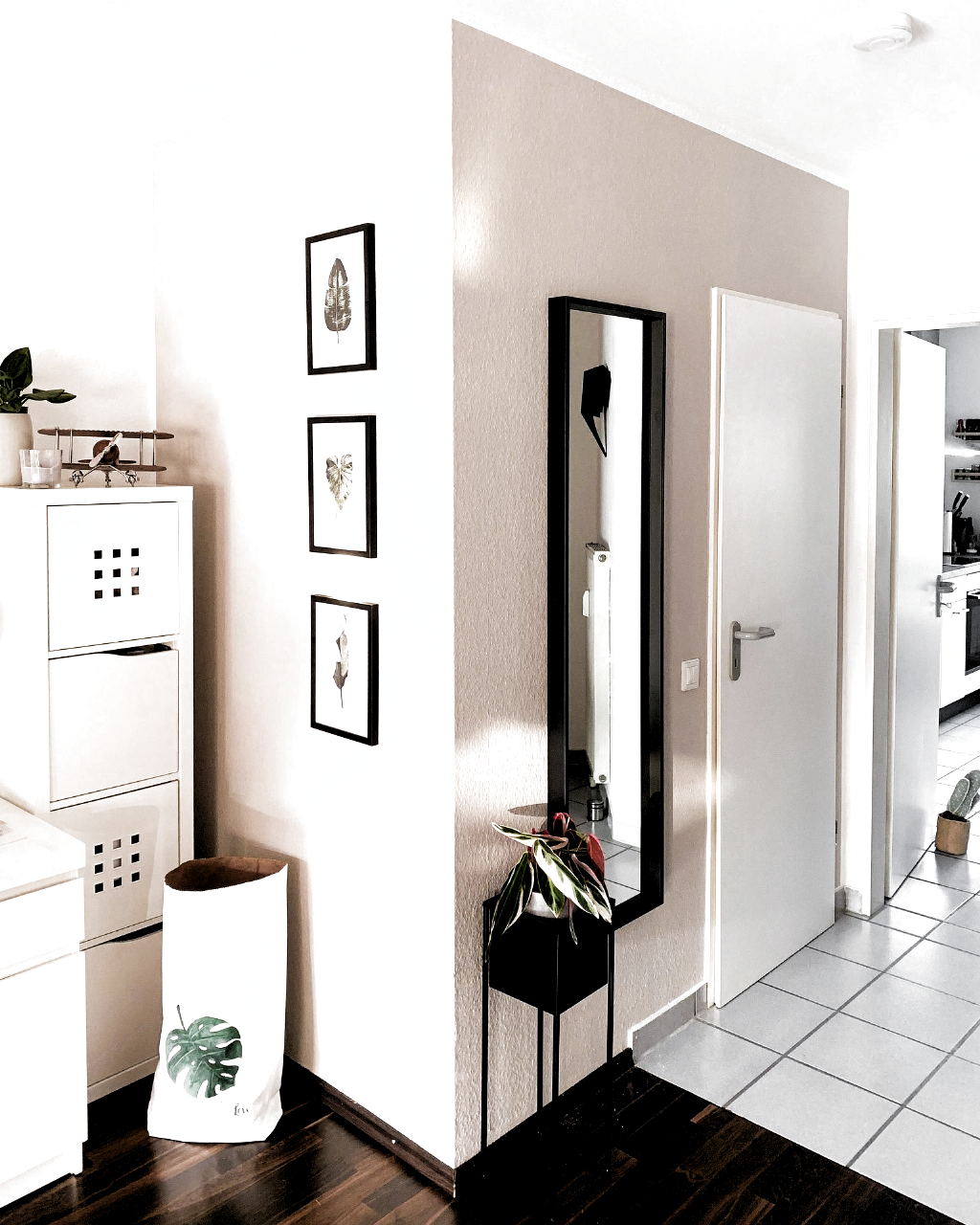 Sunlight Flur Eingangsbereich Spiegel Garderobe Plantbox Dekorierenflur Eingangsbereich Flur Garderobe Plantbox Spieg In 2020 Mirror Interior Home Decor