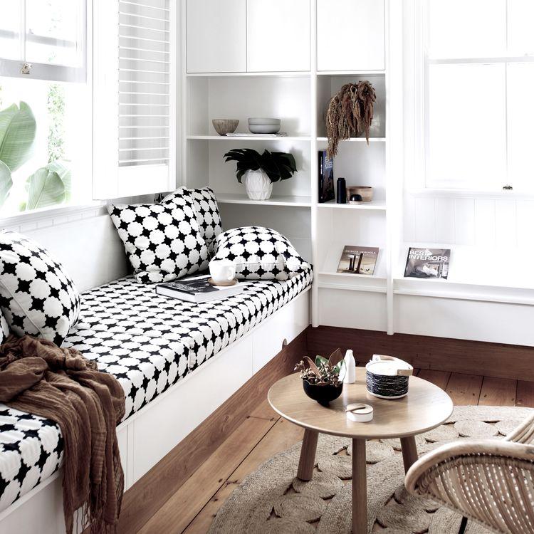 home-tour- Maison australienne décoration scandinave salon noir et