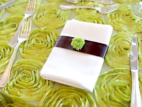 Our Apple Green Lotus Sheer Table Linen is so yummy! #fabulousevents #linenrental #chaircoverrental