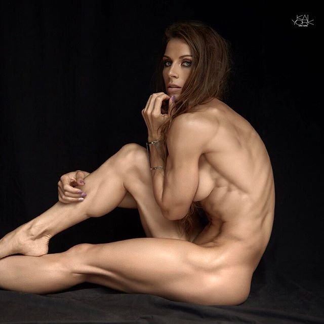 Nude Female Crossfit