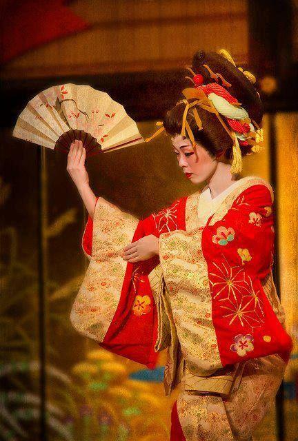 A kabuki actor  dressed as an oiran dancing.