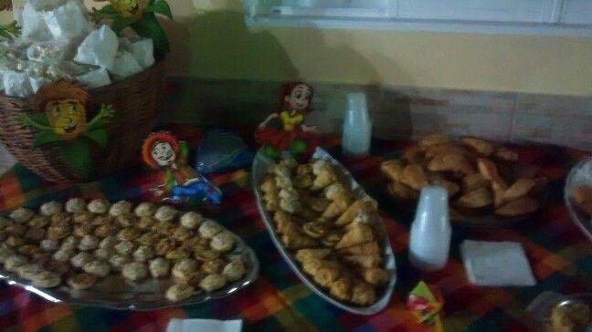 Linda mesa de festa junina