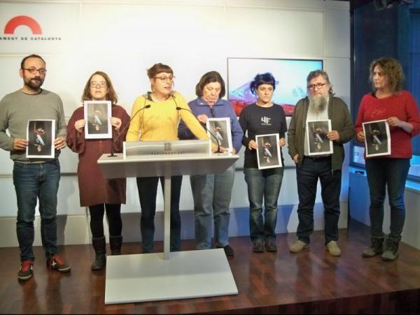 La Mesa del Parlament no amonesta els diputats de la CUP que van trencar les fotos del Rei