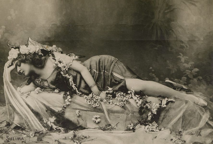 Old photo of a woman dressed like a nymph from the Art Nouveau period.