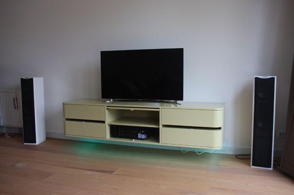 Dit audio meubel wordt in elke afmeting op maat gemaakt en in elke