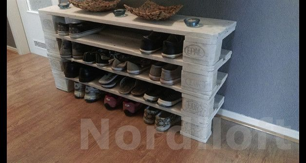 Ausgefallene Schuhschränke gefertigt aus gebrauchten europaletten und mir mit mühevoller
