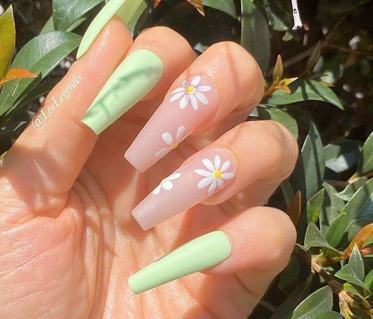 Light Green Daisy Nails In 2020 Simple Acrylic Nails Acrylic Nails Price Pretty Acrylic Nails