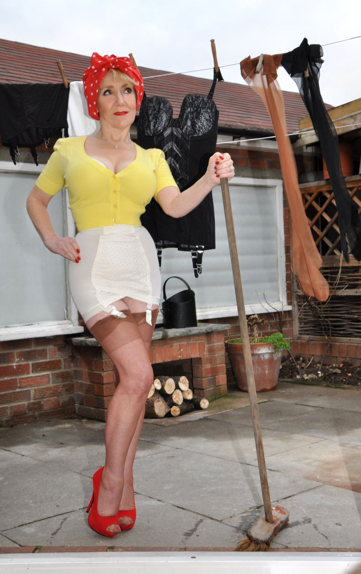 Ju Elle, The perfect housewife | Pin Ups I luv | Pinterest ...