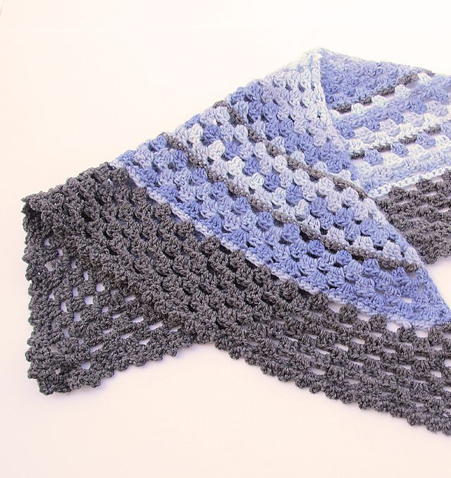 Crocheted Granny Triangular Shawl.....Super Simple! | Colchas ...