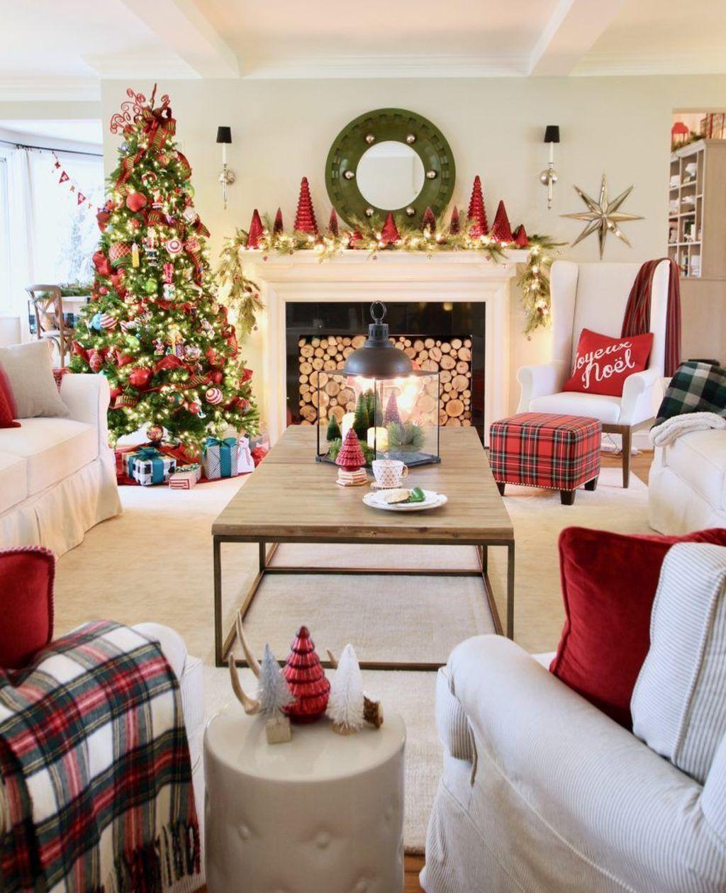 55 Small Apartment Christmas Tree Living Room Decor Ideas #smallapartmentchristmasdecor
