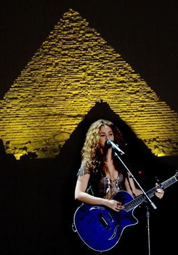 Shakira in concert in front of the Giza pyramids | Pyramids egypt, Giza,  Places in egypt
