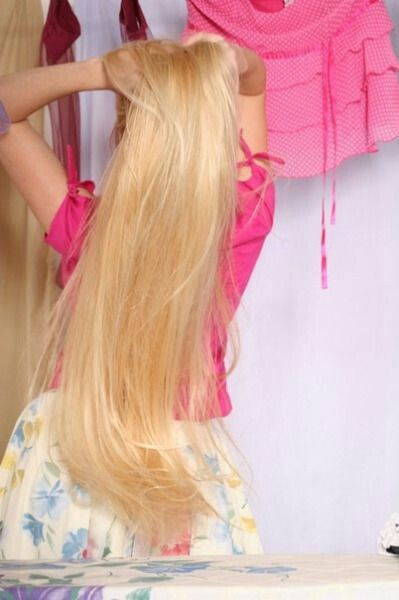 Amazing cheesy long blonde hair