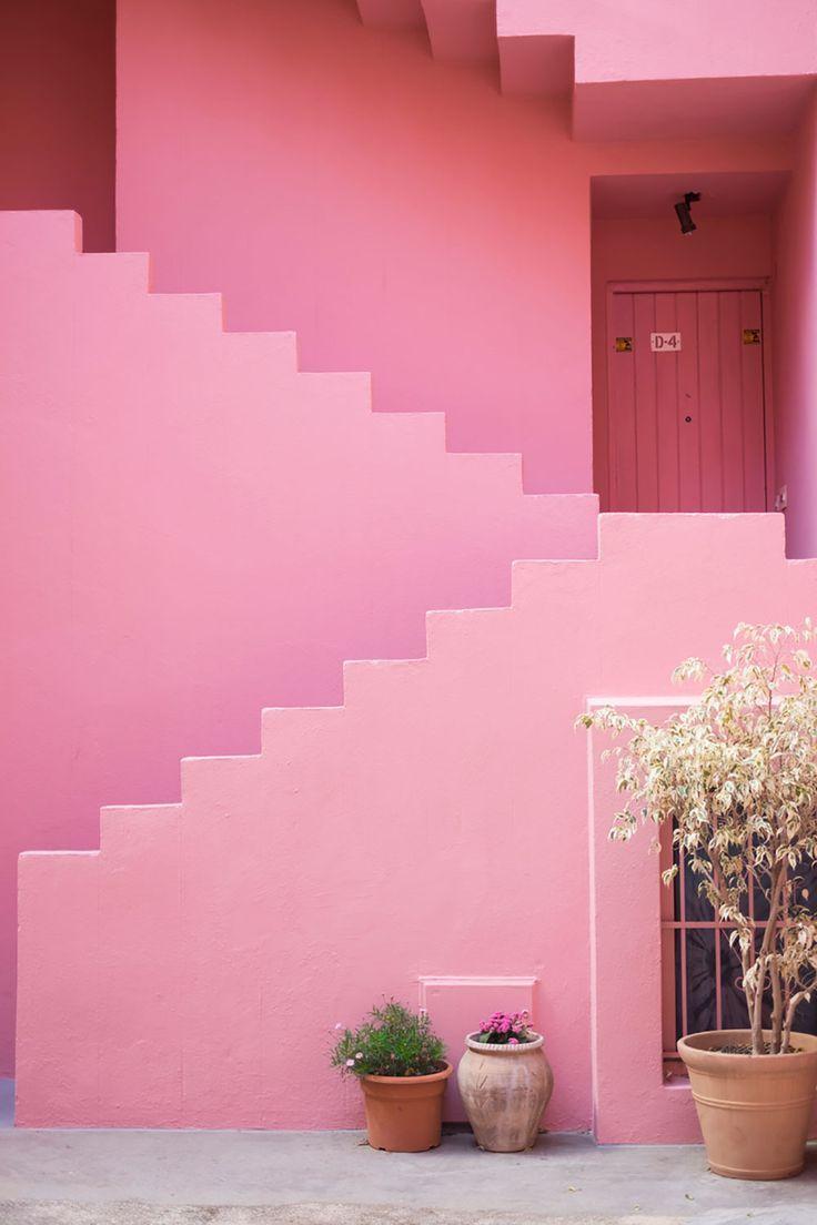 La muralla roja amor pink pink aesthetic pink houses for Casa minimalista roja