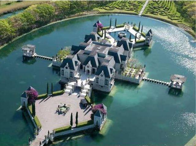 Chateau Artisan, Redland, Florida