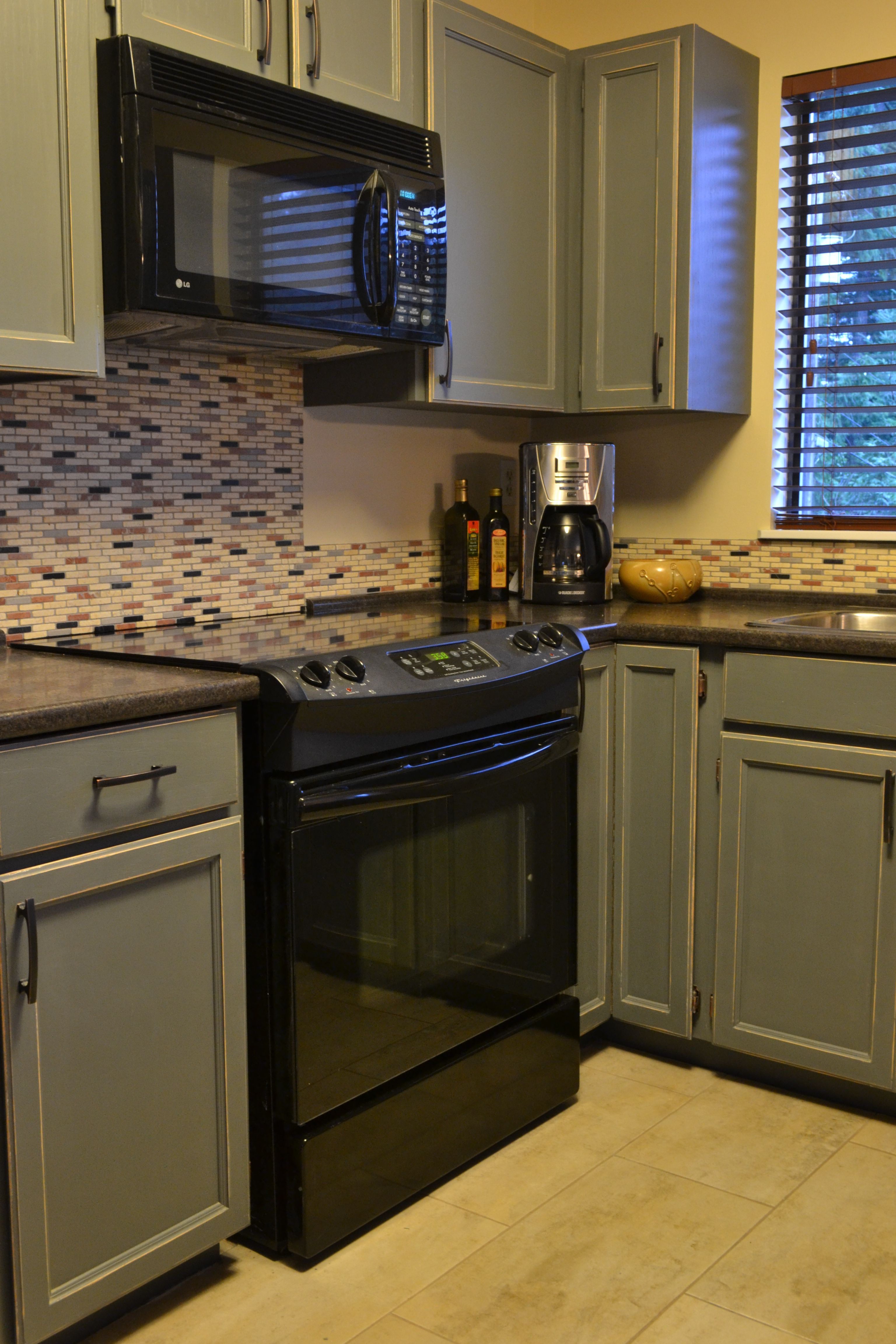 How To Distress Kitchen Cabinets And Painted Furniture I Like The Color Of  The Cabinets.