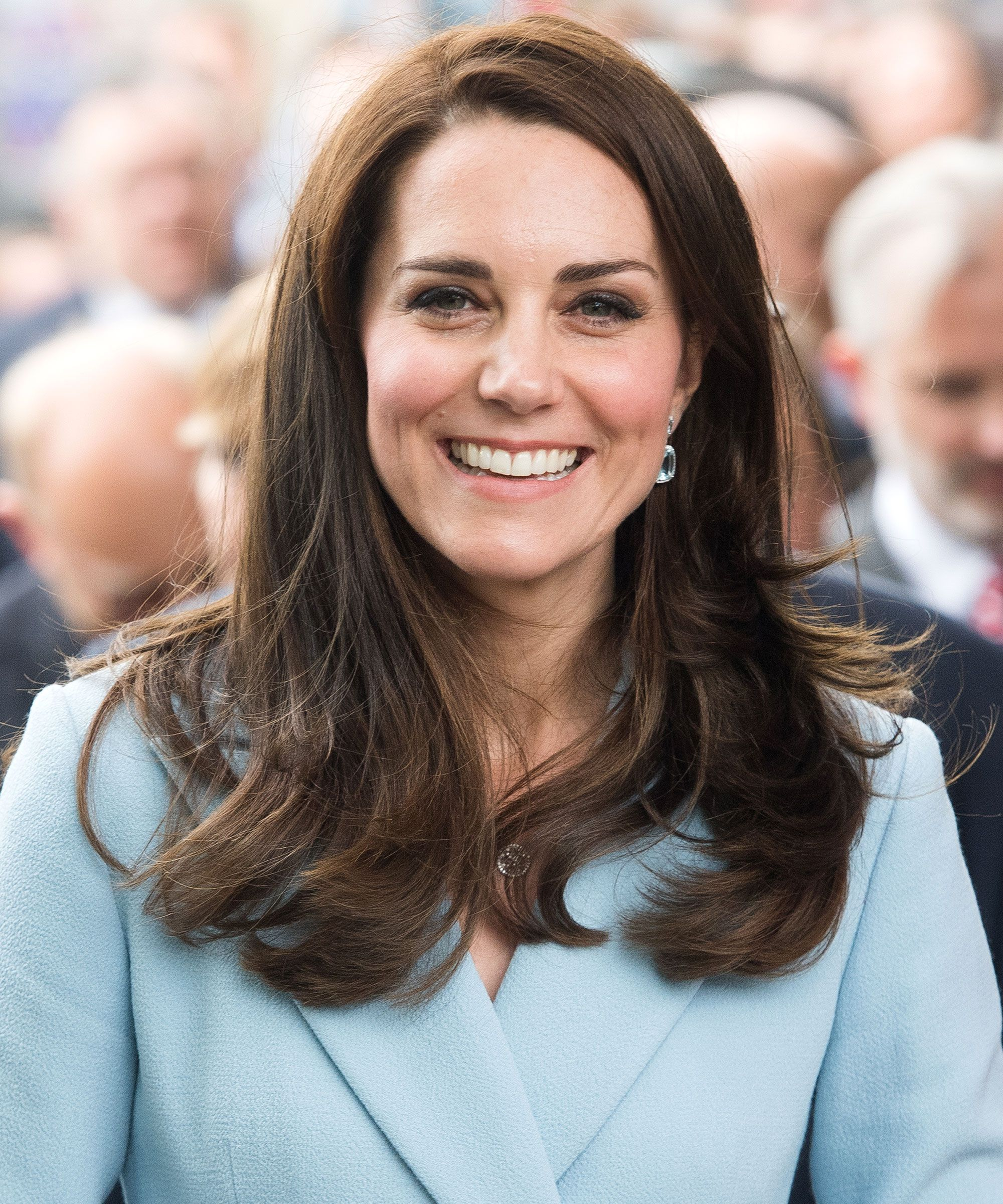 One Bottle Of Kate Middleton S Favorite Beauty Product Sells Every 20 Seconds Oval Face Celebrities Oval Face Hairstyles Oval Face Haircuts