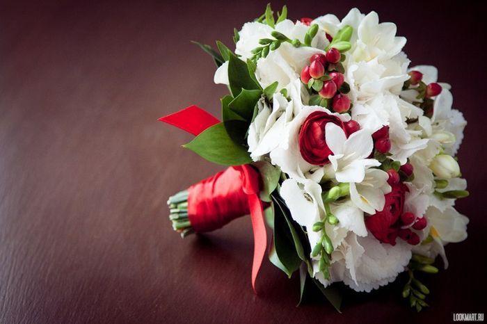 красно белый свадебный букет фото