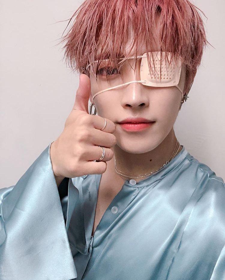 Ateez Ateezkpop Hongjoong Kimhongjoong Smile Redhair Hot Eyepatch Selfie Selca 2019 Kim Hongjoong Kim Korean Men