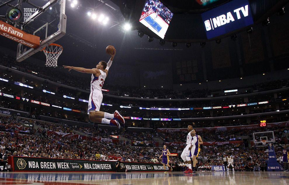 Griffin Clavando Un Balon Sports Basketball Court In This Moment