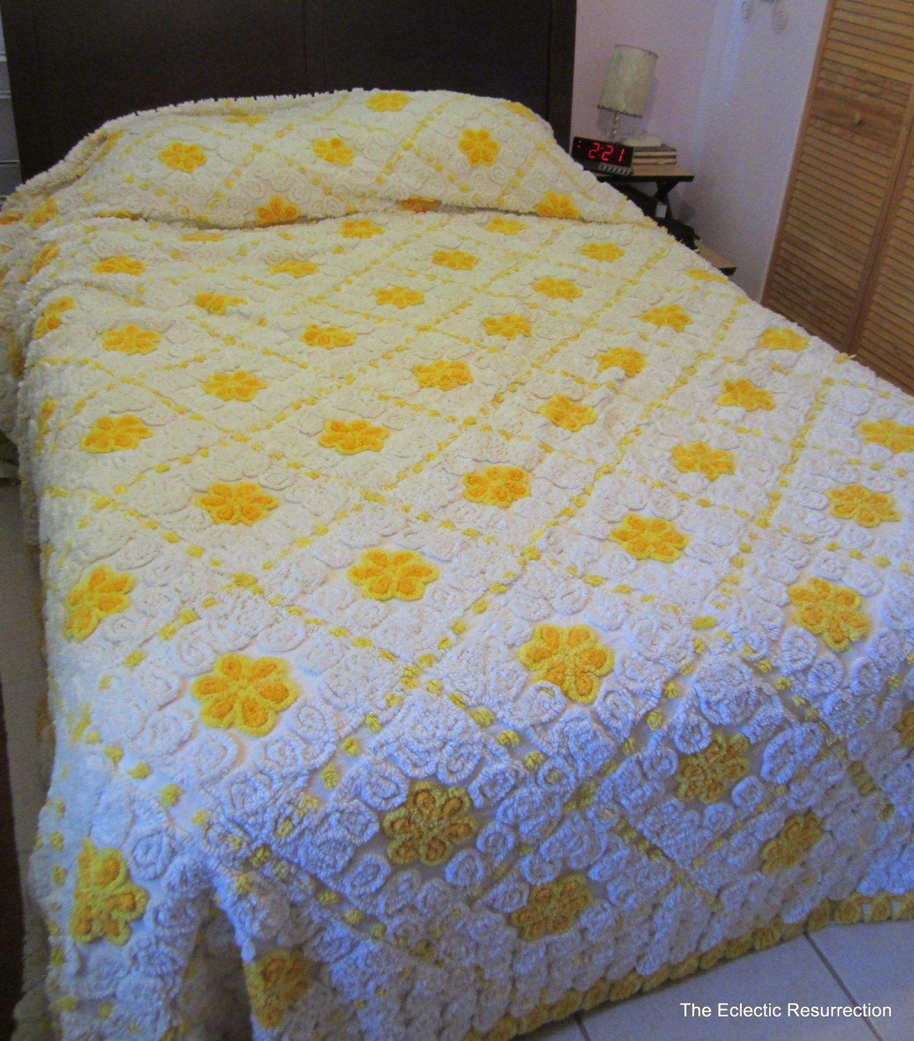 Vintage 1950s Chenille Bedspread Rare King Size 120 X 120 225 00 Via Etsy Vintage Bedspread Chenille Bedspread Bed Spreads