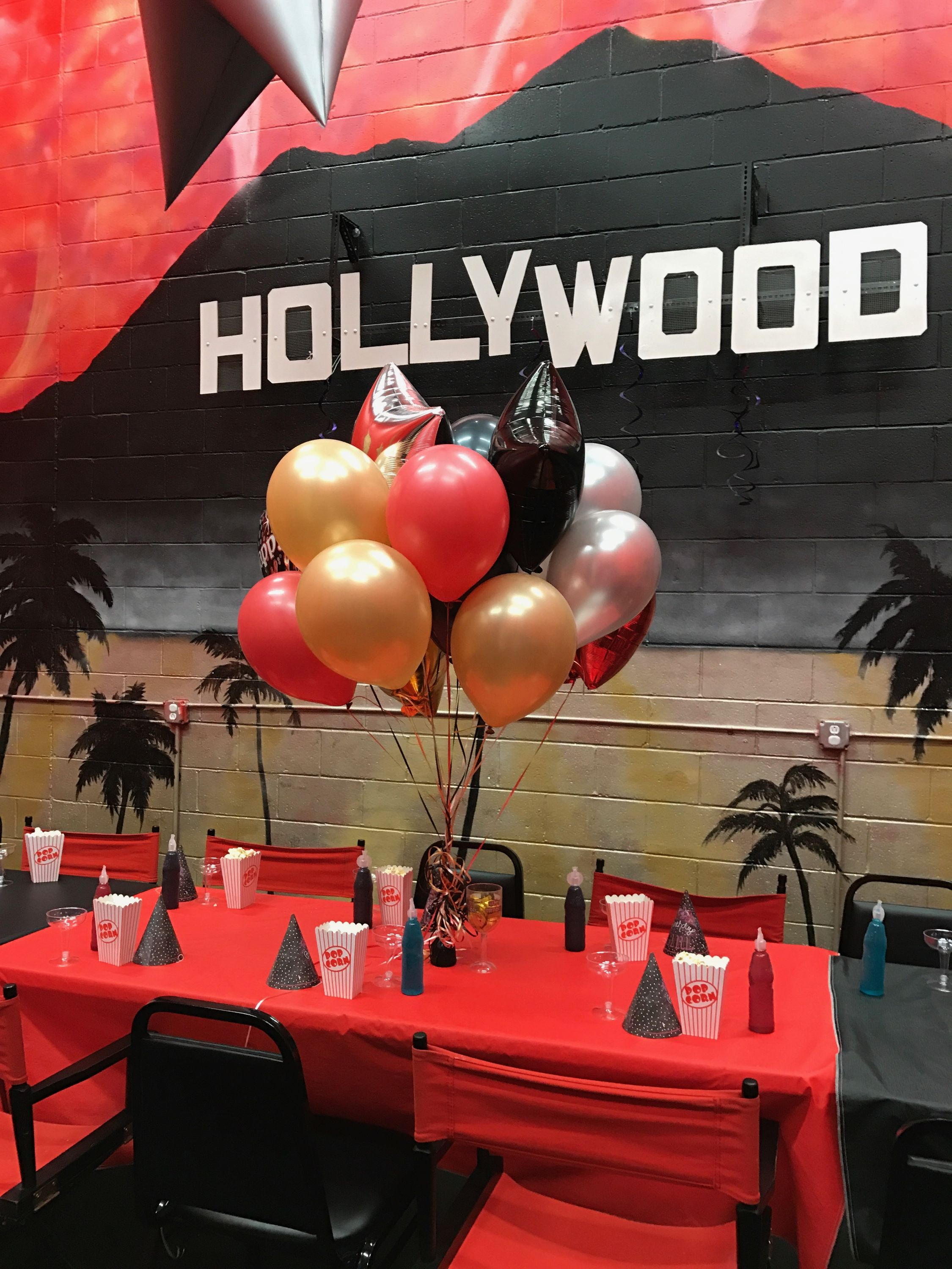 Gorgeous balloon arrangement from local dollar store at daughter's Hollywood birthday party 🎂🎉🎈
