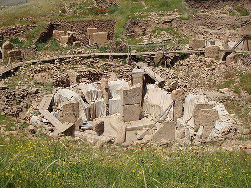 Göbeklitepe/Şanlıurfa/// Dünya'nın İlk Tapınağı Göbeklitepe. Şanlı Urfa'ya 15 km uzaklıkta olan bu arkeolojik site üzerinde yapılan çalışmalar sonucu ortaya çıkan sonuç çok şaşırtıcı, Göbeklitepe günümüzden tam 12.000 yıl önce inşa edilmiş.