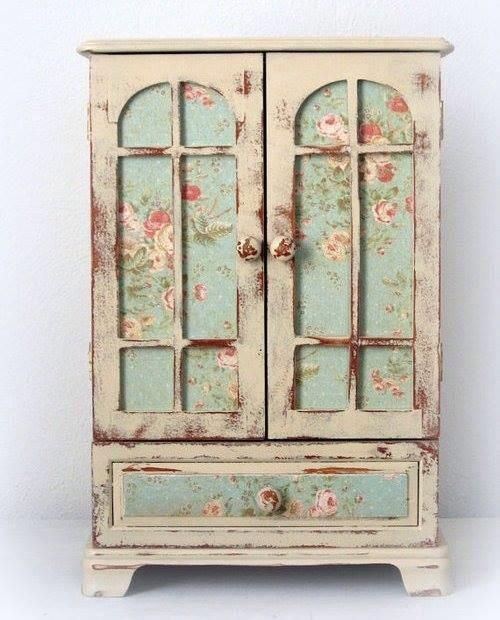 cute idea using an old wooden jewelry box shabby chic Pinterest