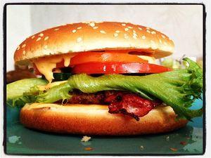 Huippuhyvä burgeri Kotikokki.netin nimimerkki Miisku89:n ohjeella